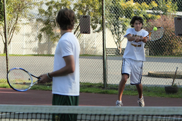 6872_Boys_Tennis_v_Chas-Wright_101110