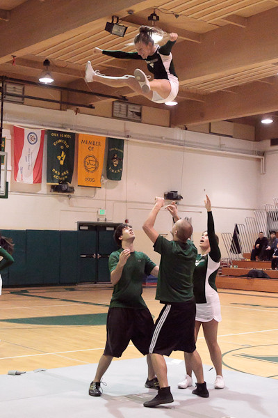 5896_Cheer_and_Crowd_at_BBall_v_Port_Townsend_120410