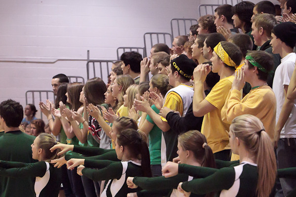 6248_Cheer_and_Crowd_at_BBall_v_Port_Townsend_120410