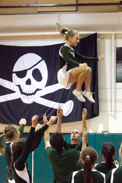 6294_Cheer_and_Crowd_at_BBall_v_Port_Townsend_120410