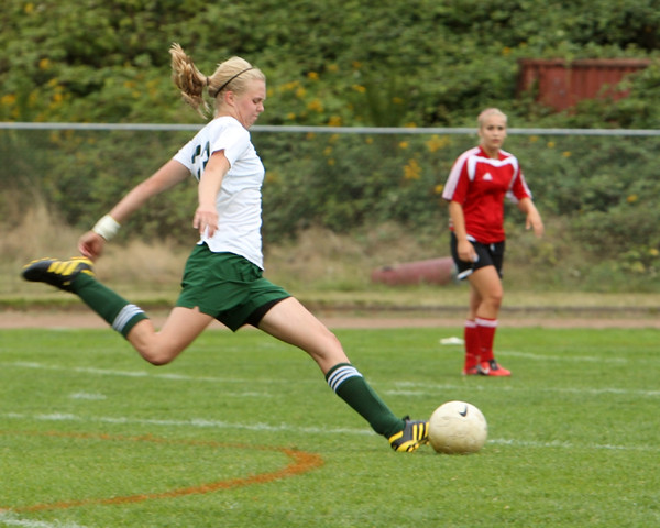 4279_Girls_Soccer_v_Sea-Chr_090910