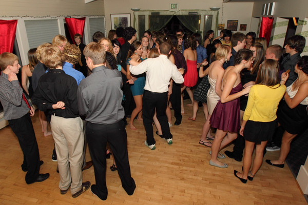 1929_VHS_Homecoming_Dance_2010_Candids