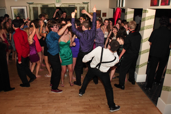 2058_VHS_Homecoming_Dance_2010_Candids