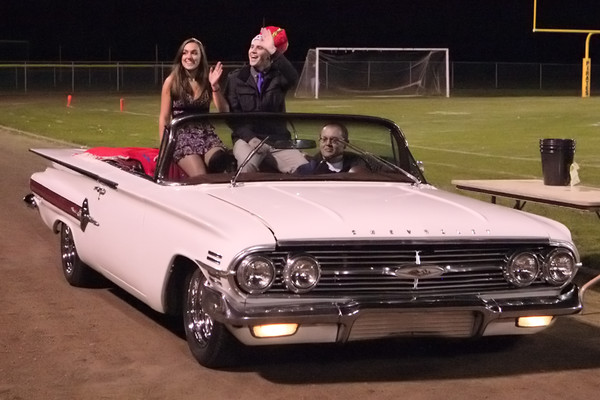 9299_VHS_Homecoming_Court_2010