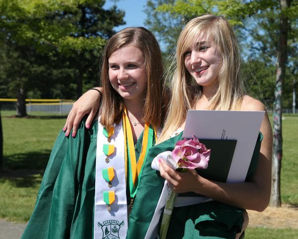 2886_VHS_Graduation_2010