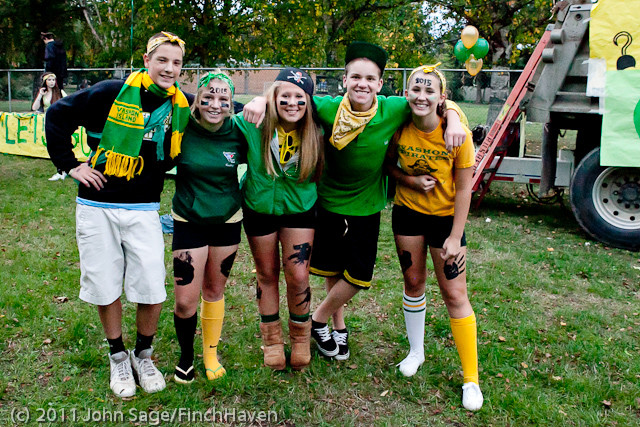 4979_VHS_Homecoming_Parade_2011_100711