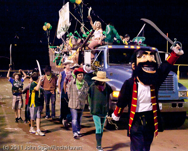 5586_VHS_Homecoming_Parade_2011_100711