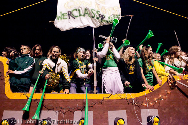 5625_VHS_Homecoming_Parade_2011_100711