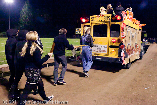 5755_VHS_Homecoming_Parade_2011_100711