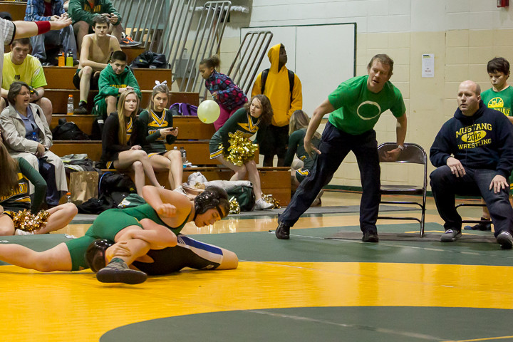 0896_VHS_Wrestling_at_Sub-Regionals_020213