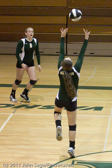8028_Varsity_Volleyball_v_Chimacum_091911